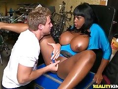 Black gets a pussy slamming respecting moisture interracial feigning