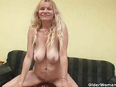 Experienced mom in big gut and muted pussy gets facial