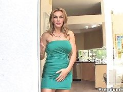 Tanya Tate finds herself smouldering mans stocky rub out rod